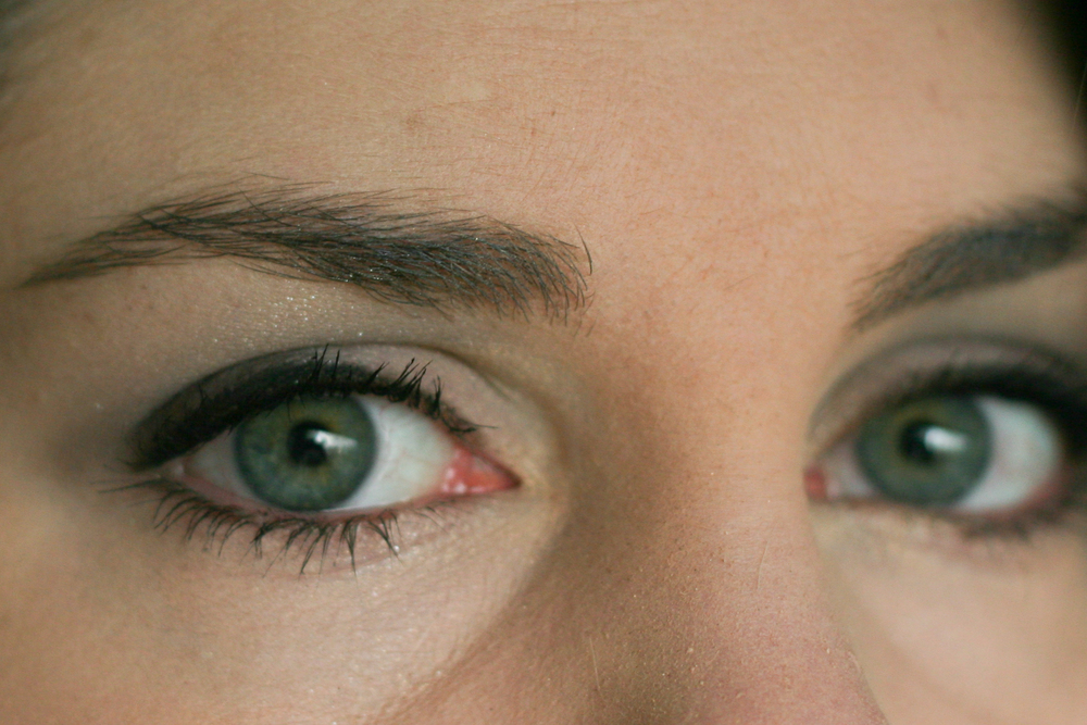 Same look, different angle. See how the dark brown makes the eye colour pop? You should try it!