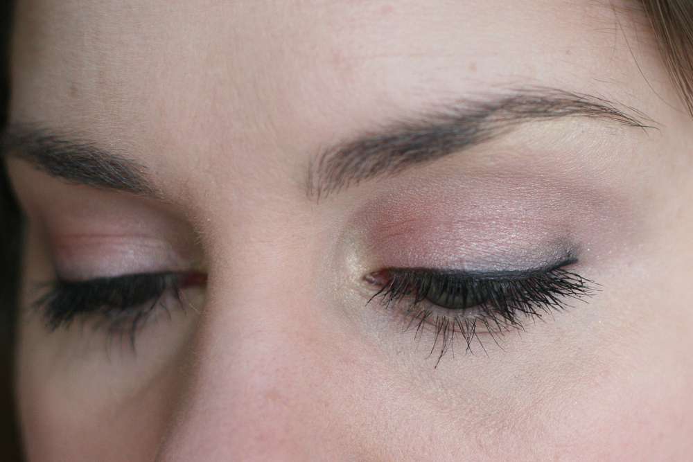 A lighter look for the office: Cheryl Chic all over the lid, Caramel Sundae in the crease, Dreammaker on the brow bone and inner corner, and a touch of Showstopper on the outer corner. Finished with MAC Fluidline in Blacktrack, Clinique High Impact Mascara in Black, and Clinique Bottom Lash Mascara in Black.