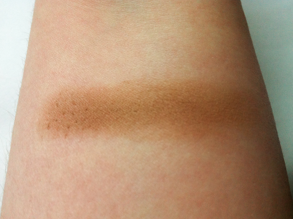 Swatch of Mary Kay Mineral Eye Color in Hazelnut.