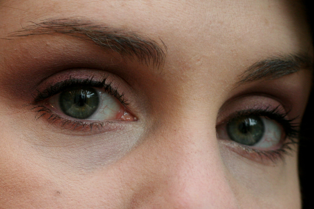 MAC eyeshadow in Brazenly and Glimpse of Flesh (same look, different angle).