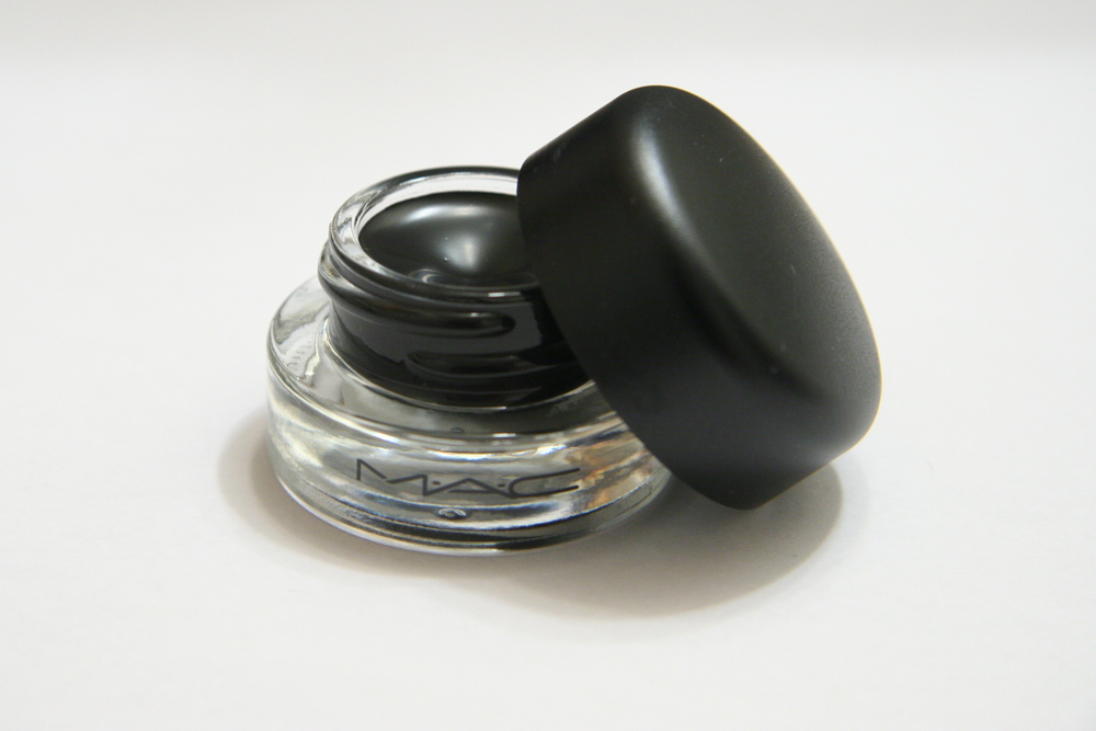 MAC Fluidline in Blacktrack.