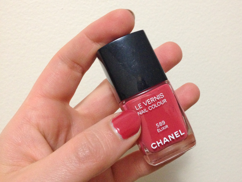 Chanel Le Vernis Nail Colour in Elixir.