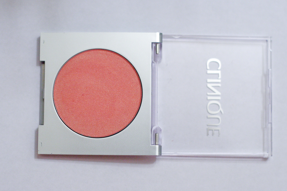 Clinique Blushing Blush Powder in Precious Posy (sample size).