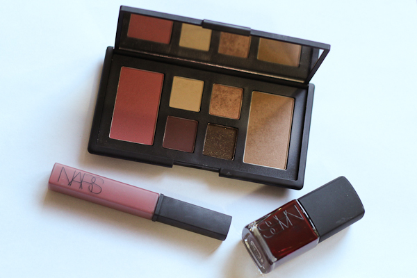 The NARS <3 New York set, featuring an eye and cheek palette, lip gloss in Dolce Vita, and nail lacquer in Chinatown.