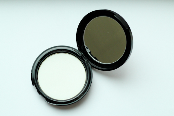 Make Up For Ever HD Pressed Powder comes in one universal shade designed to work for every skin tone.