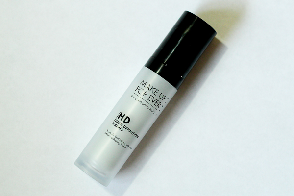 Make Up For Ever's HD Microperfecting  Primer in Blue.
