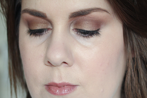 An EOTD featuring gold and brown shadows by Laura Mercier and Maybelline.