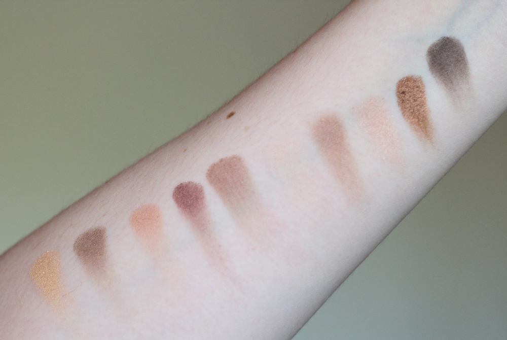 Swatches of Lise Watier's Rivages Eyeshadow Palette for Summer 2015.