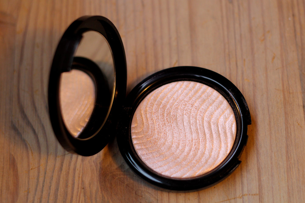 Make Up For Ever Pro Light Fusion Undetectable Luminizer.