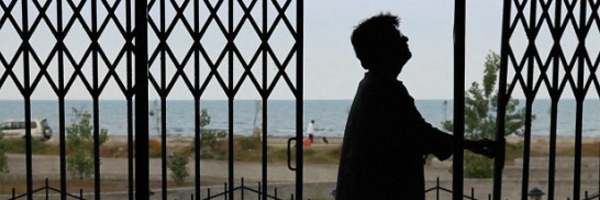 Life behind bars; a scene from Jafar Panahi and Kambuzia Partovi's  Closed Curtain  {Photo: VARIANCE FILMS}