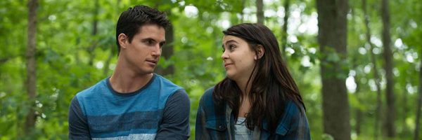 Robbie Arnell and Mae Whitman in a scene from Ari Sandel's  The DUFF  {Photo: CBS FILMS}