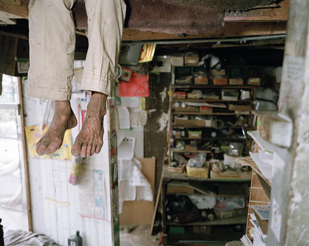 C_SQUARE_Max_feet.jpg