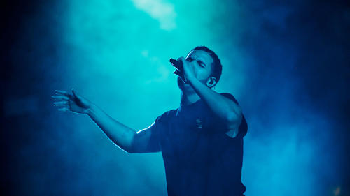 la-et-ms-coachella-2015-drake-finds-redemption-002.jpg