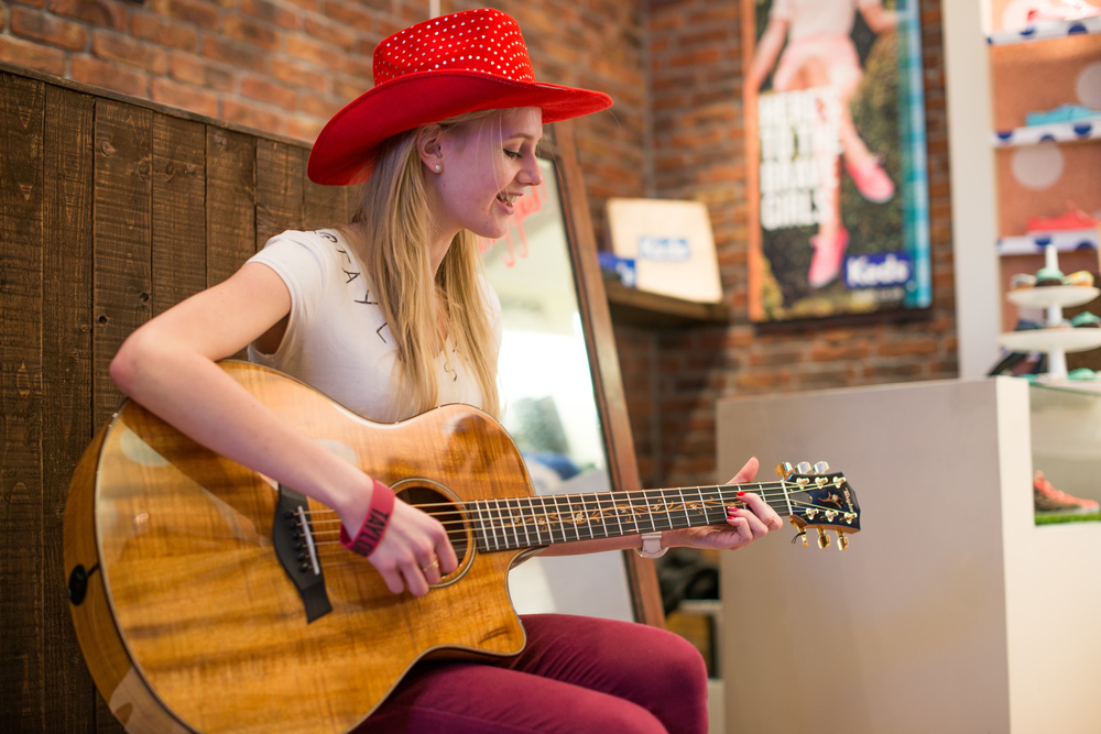 At the popup shop in Covent Garden, one of the staff mentioned to this excited fan that they had one of Taylor's guitars - she brilliantly gave us an impromptu rendition!