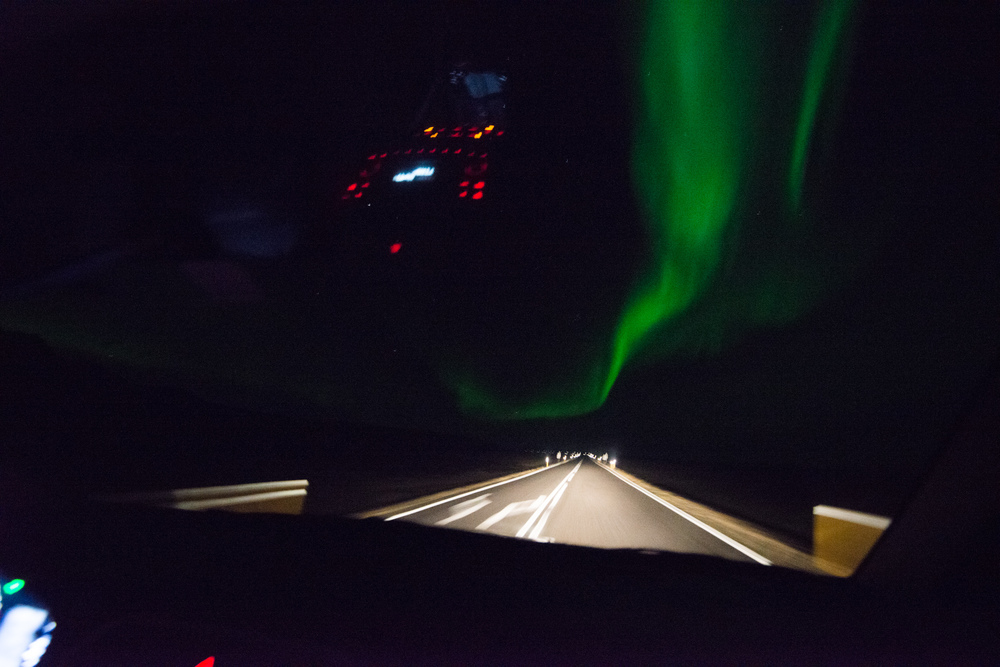 This bad and blurry handheld shot shows quite how bright the aurora was in comparisom to the car headlights!