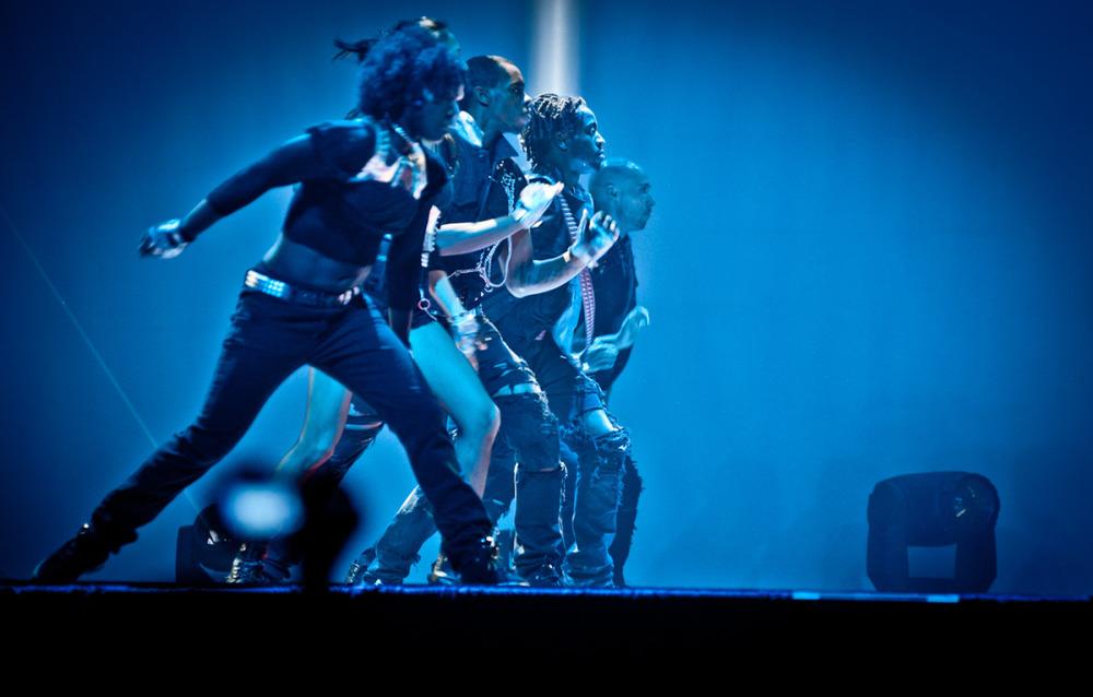madonna_group_onstage.jpg