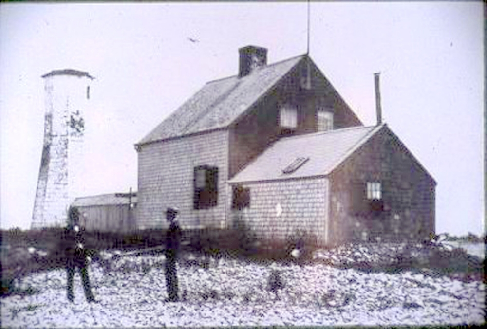 Scituate Light at the turn of the Twentieth Century. Notice the skylight in the west wing of the Cottage