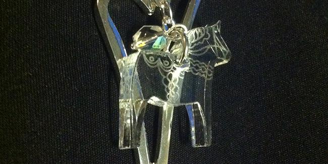 Fint halsband med dalahäst som jag i stort sett tvingade mamma att köpa till mig i present. Från Decoria.