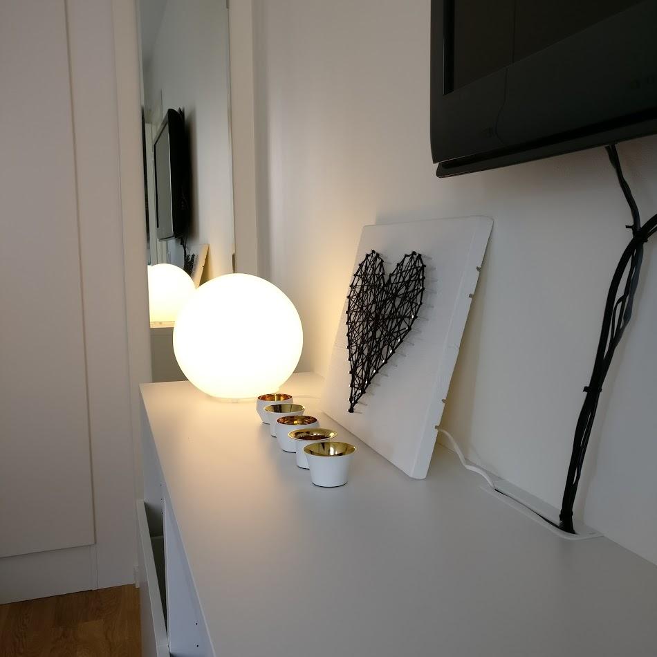 En impulsköpt lampa till sovrummet. Vi behöver helt klart mer mysbelysning ändå, men den här var verkligen ett steg i rätt riktning.