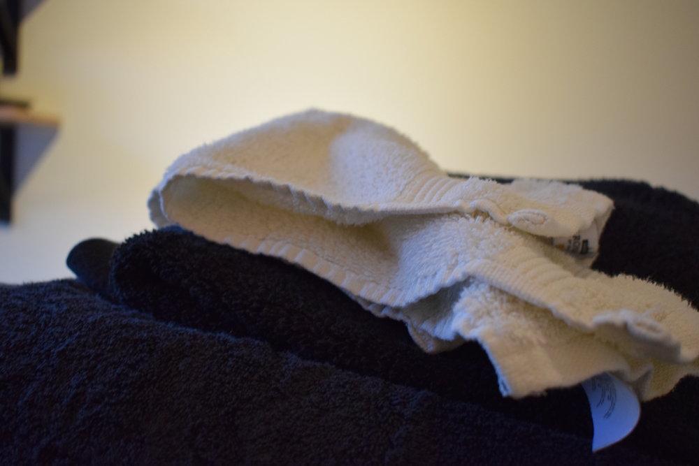 15:00 - Betar av dagens hushållssysslor, bland annat att byta alla handdukar till rena och fräscha.