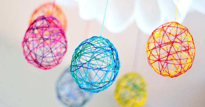 Såna här ägg är vi rätt taggade på också, det är bara det att vi måste leta fram tapetklistret som står någonstans i förrådet... Instruktioner: Art for Kids and Robots