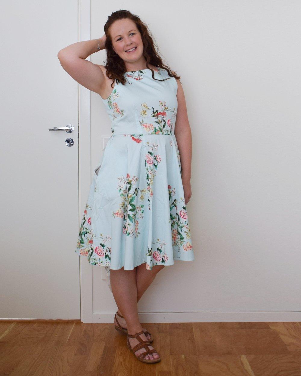 Älskar den här klänningen! Nu kan jag nog inte ha den på fler dop eller bröllop, men den är ju perfekt till midsommar till exempel. Länk (Zalando)
