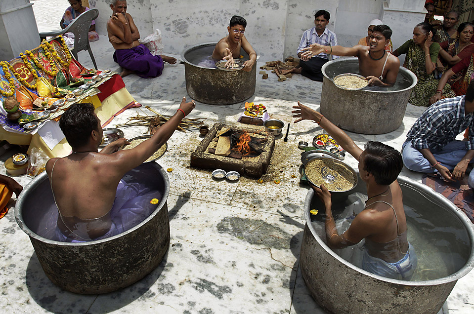 SYNCHRONIZED BATHING: Men sat in water-filled tubs as part of rituals to induce monsoon rains in Ahmadabad, India, Tuesday. (Ajit Solanki/Associated Press)     via  http://blogs.wsj.com/photojournal/2010/06/22/pictures-of-the-day-422/