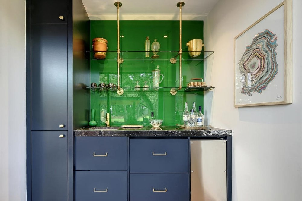 page_home_design_green_lacquer_bar.jpg