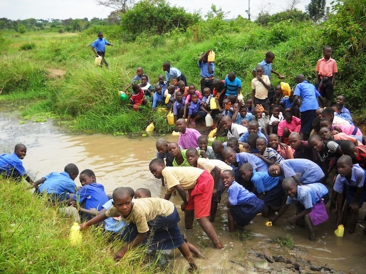 Kids throng Makada water source 4.JPG