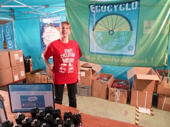 La bannière Eco Cyclo s'affiche à la permanence du Cyclotour
