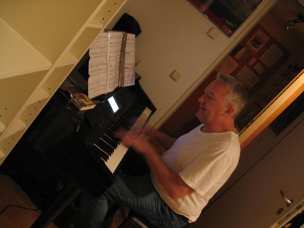 PianomanHerby Invalidenstr 051122.JPG
