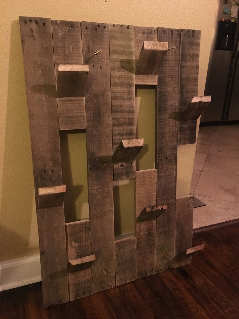 8 Bottle Wall Wine Holder - Pallet Wood