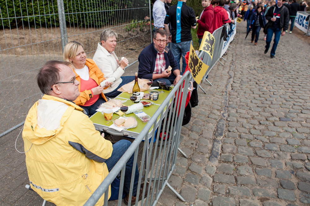 Like last year, we went to the Oude Kwaremont. We got there early with a backpack full of beer, but plenty of people had already beaten us to it.