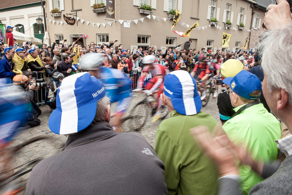 The race flies past, their speed over the cobbles impresses me every time.