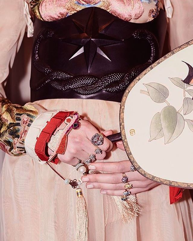 @gucci , we see you with ALL the rings 🙌🏼 backstage SS17