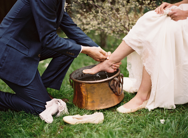 groom-washing-feet-bride.jpg