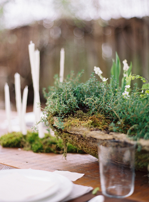 hypertufta-cement-DIY-moss-covered-centerpiece-Hand-dipped-candles-potted-planted-greenery-thyme-organic-wedding-reception-centerpiece-budget-friendly-simple-green.jpg