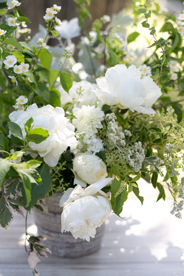 lush-white-green-wedding-flowers-centerpiece-studio-choo-joy-thigpen.jpg