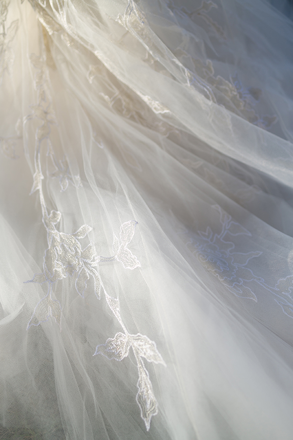 monique-lhullier-lace-tulle-dress-detail.jpg