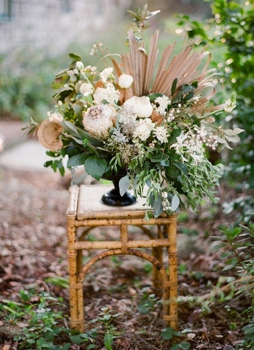 magnolia-plantation-charleston-wedding-flower-urn-decoration.jpeg