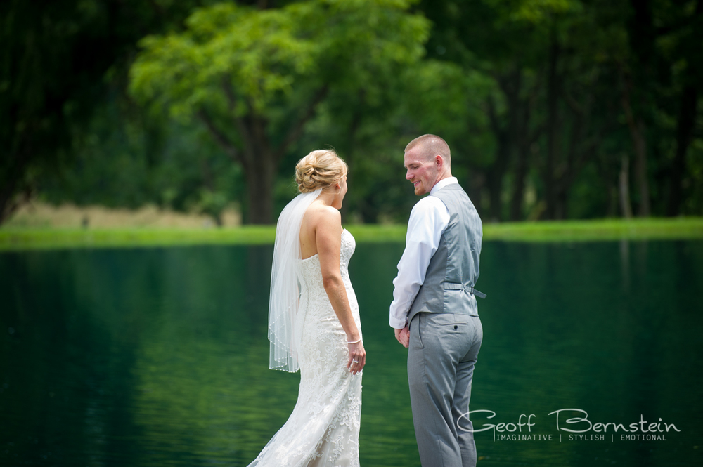 An Elegant Outdoor Wedding at the Pond View Farms by Geoff Bernstein Photography || www.gbmemories.com