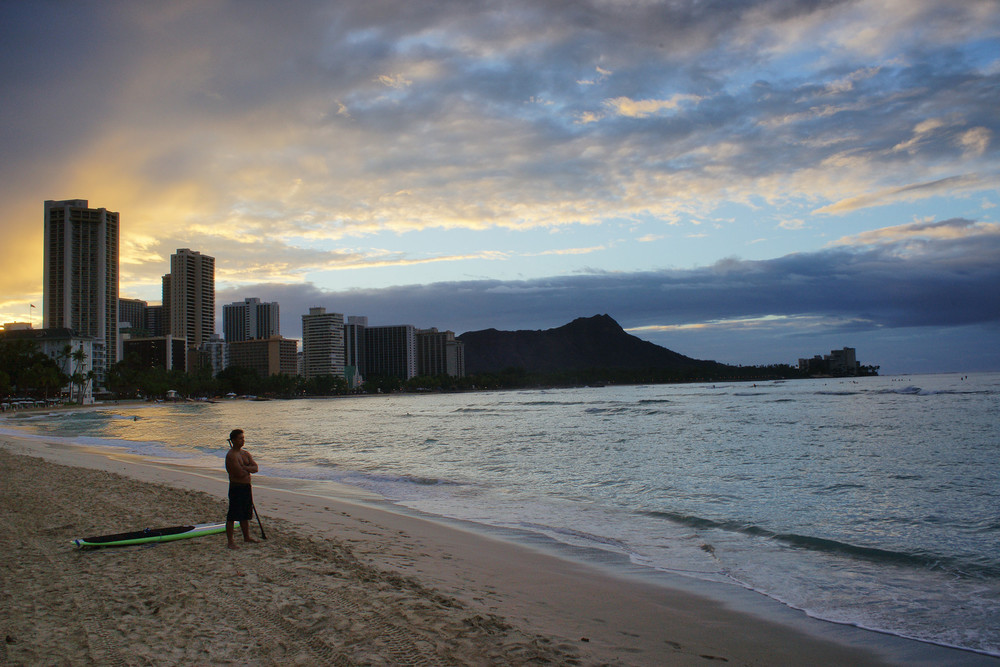 Sunrise at Waikiki Beach (Honolulu, Hawaii)