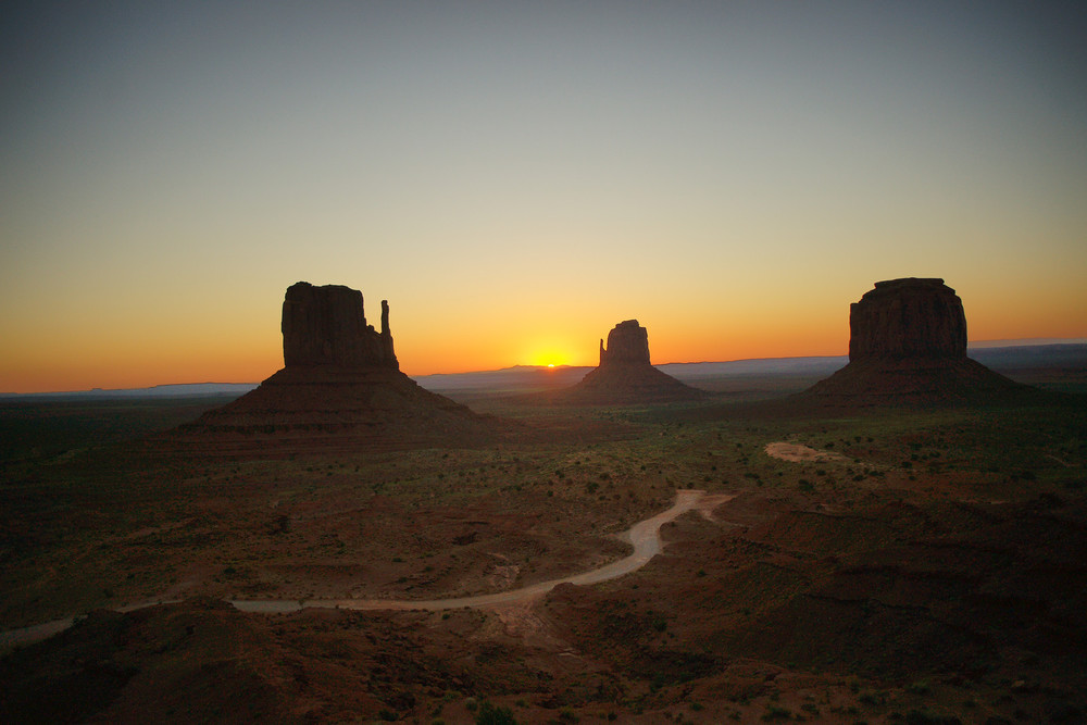 Sunrise view of Mitten Buttes in Monument Valley (Utah/Arizona, USA)