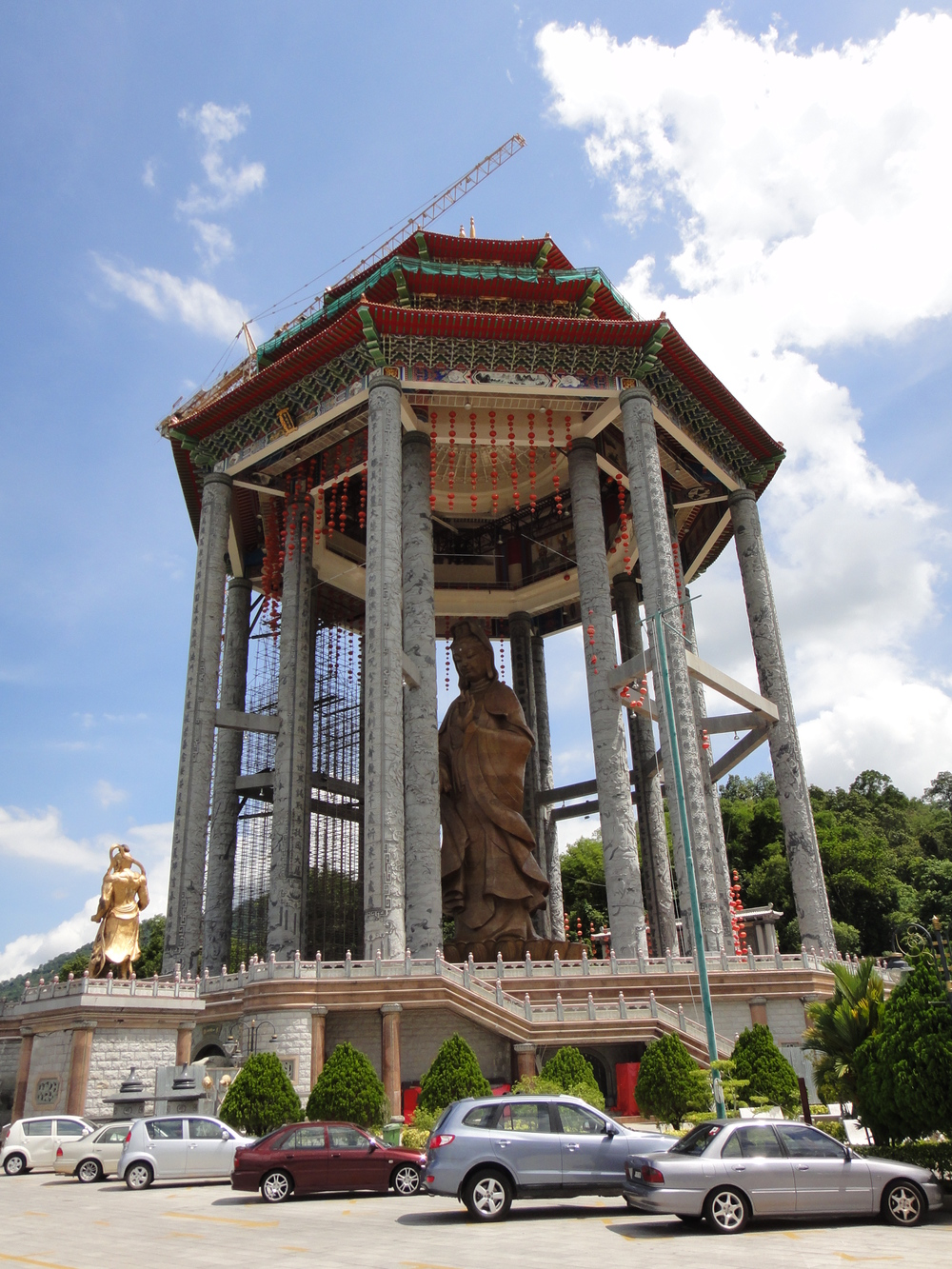 Kek Lok Si temple - The 30.2m bronze statue of Goddess of Mercy (Penang, Malaysia)