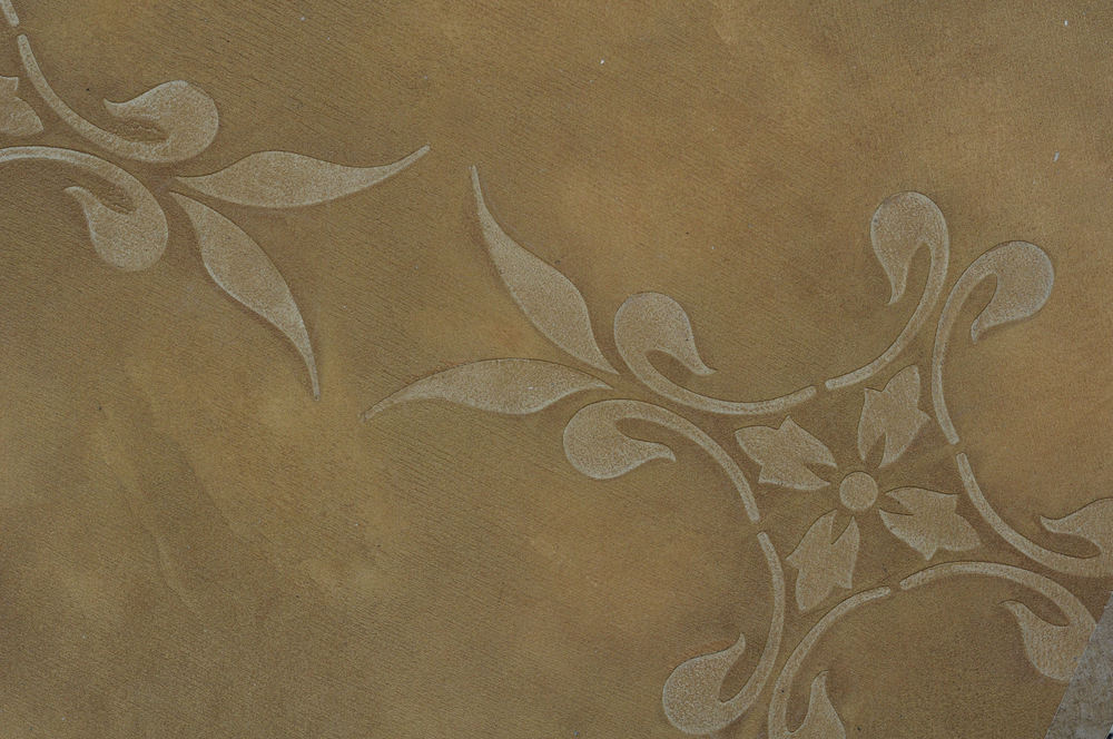 Lusterstone with raised stencil