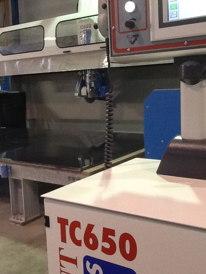 Notre atelier d 39 usinage de comptoir de granite et quartz for Atelier de cuisine laval