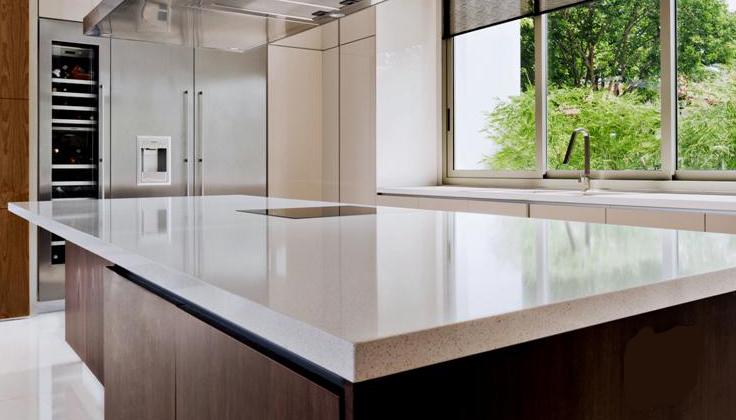 Comptoir d'ilot de cuisine blanc