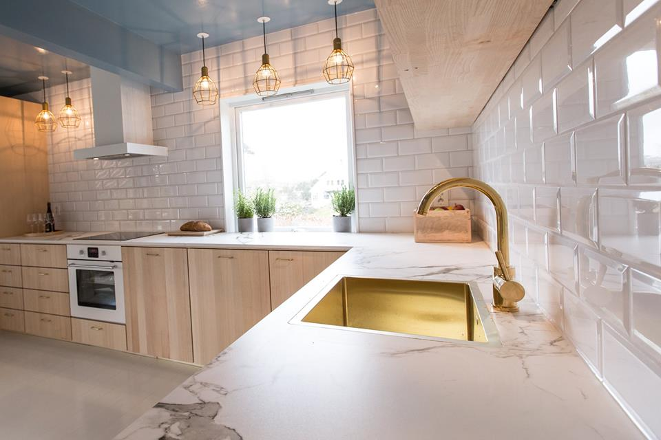comptoir de dekton aura cuisine dosseret blanc with comptoir granite prix. Black Bedroom Furniture Sets. Home Design Ideas