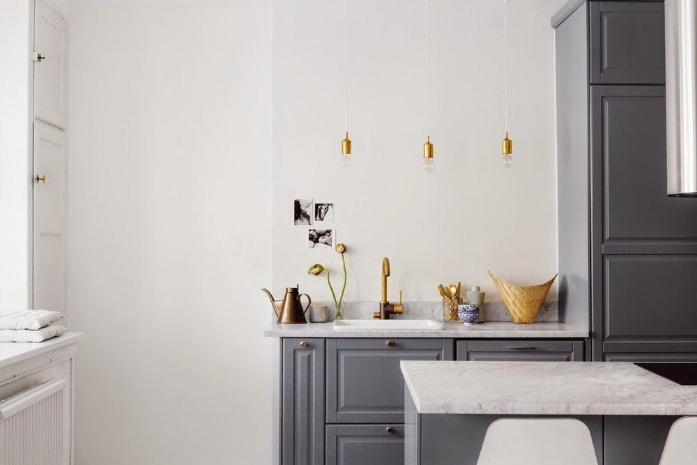 comptoir-marbre-blanc-robinet-or