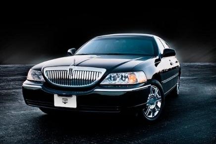 Lincoln Town Car (436x291).jpg